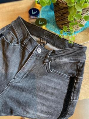 JOLIEN Jeans logo