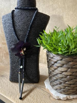 Halsketting zwart bloem logo