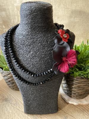 Halsketting zwart bloemen logo